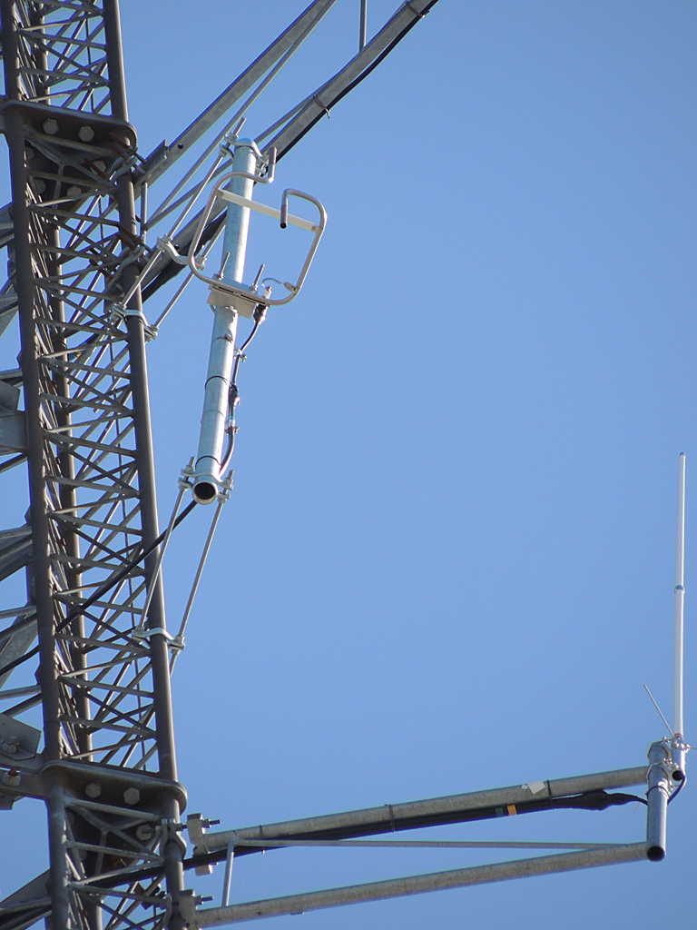 Another close up of the antenna.